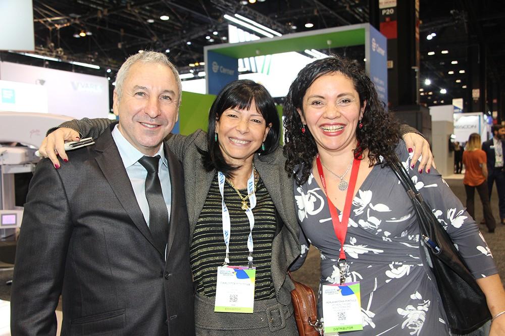Alejandro Pina, Carlotta Fontana de GMM y Perla Portillo de Rayos Pimax