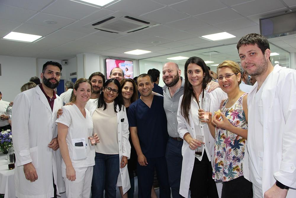 Braian Yampolsky con el staff médico de Tomografía Computada y Resonancia Magnética