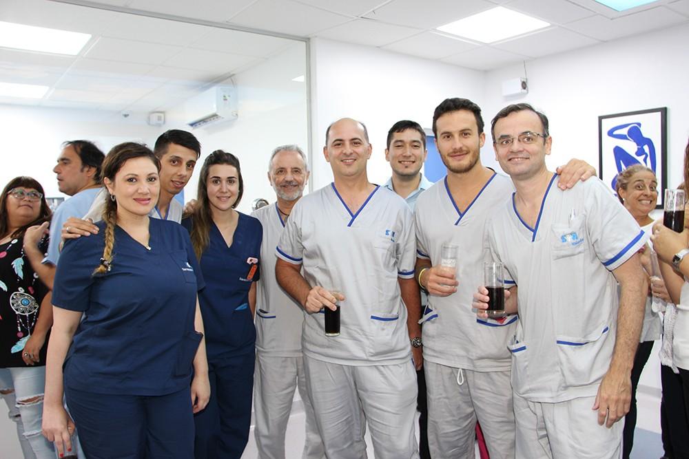 Dr. Mario Montoya con staff médico y técnico de hemodinamia