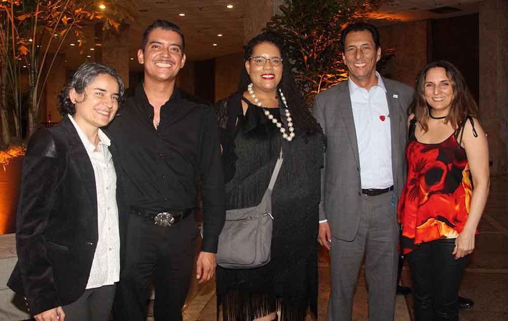 Asistentes chilenos con representante de la AIRP