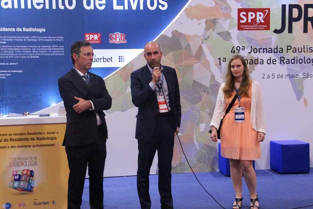 Dr. Carlos Homsi, Roberto Godoy y Lucy di Marco,-en la presentación en porutgués del libro Guía del Residente de Radiología