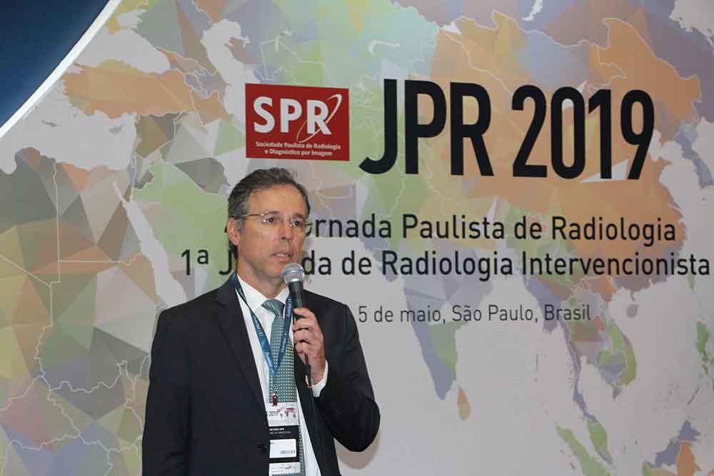 Dr. Carlos Homsi en la presentación del libro Guía del Residente de Radiología en Portugués