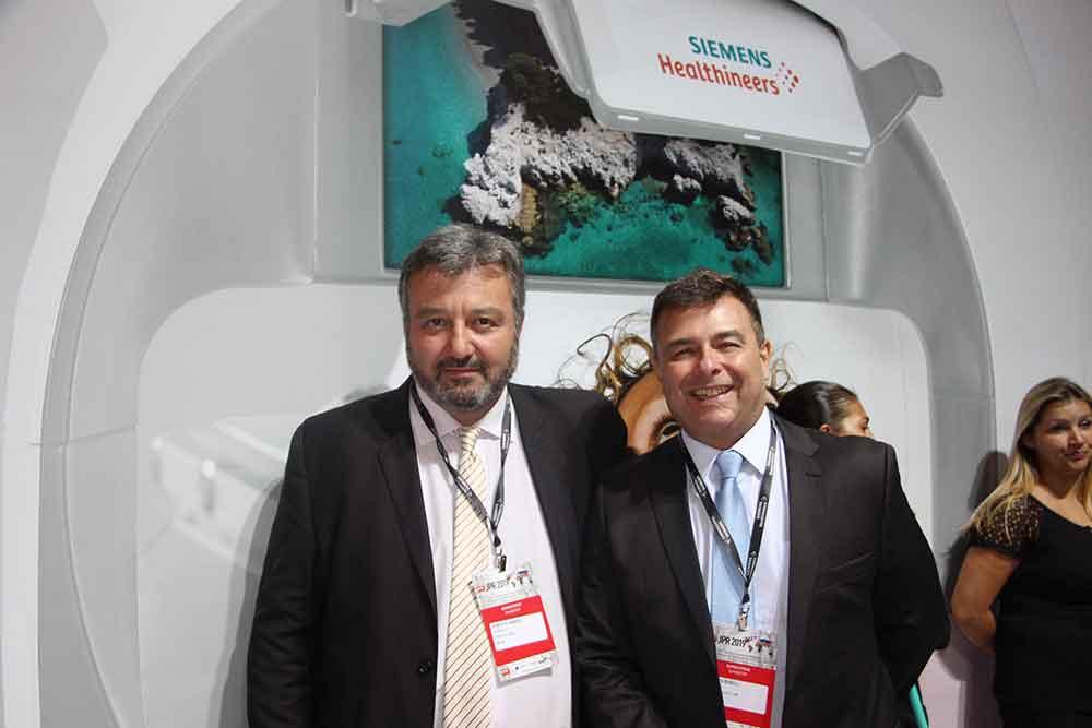 Marcelo Luraschi y colega de Siemens Healthineers
